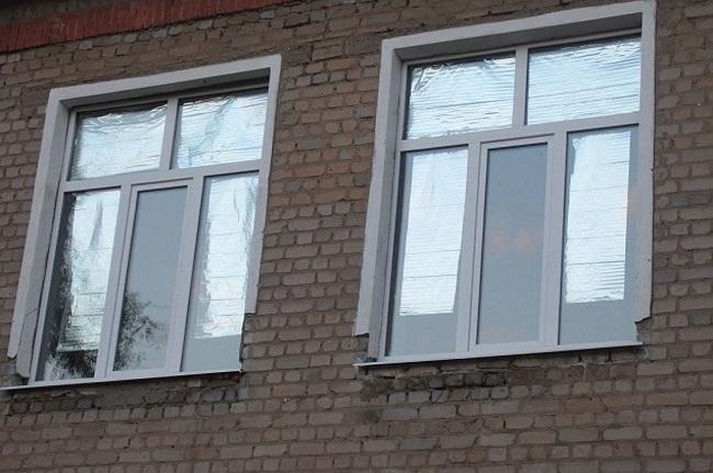 закрыть окна от жары фольгой